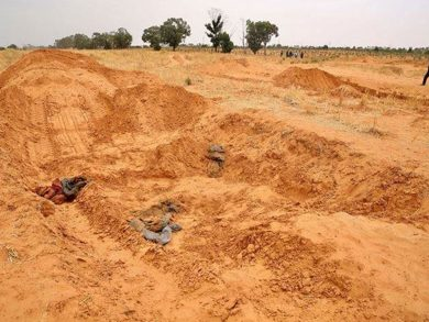 Photo of «الجنائية الدولية»: المقابر الجماعية في ليبيا دليل «جريمة حرب»