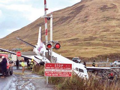 Photo of ألاسكا: 12 مصاباً بخروج طائرة ركاب أمريكية عن المدرج
