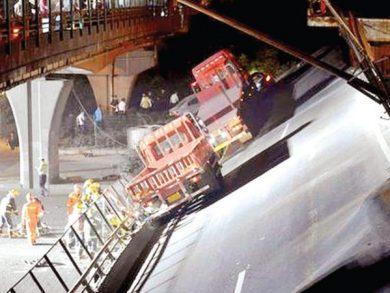 Photo of الصين: قتلى وجرحى بانهيار جسر فوق طريق سريع