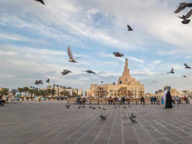 Photo of طقس حار نهارا على الساحل وغبار عالق في عرض البحر