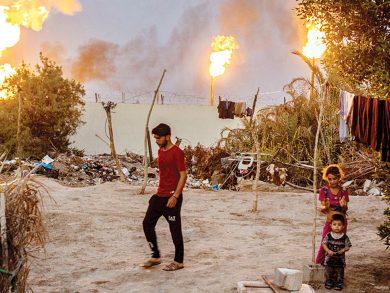 Photo of النفط يحوّل مدينة البصرة إلى مكان غير صالح للعيش