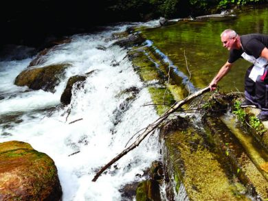 Photo of بلدة بوسنية مستعدة لبذل «الدم» دفاعاً عن نهرها