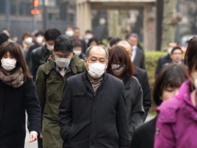 Photo of حاكمة طوكيو تطالب السكان بالبقاء في منازلهم
