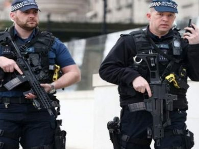 Photo of بريطانيا: مقتل شرطي برصاص محتجز