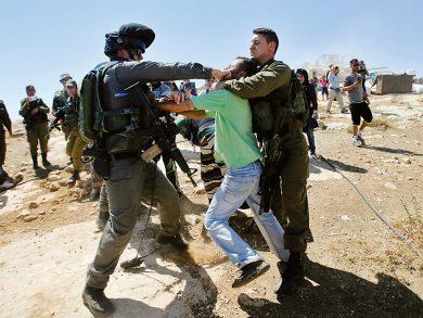 Photo of استشهاد فلسطيني على حاجز للاحتلال شرق القدس