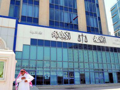 Photo of باع سيارة عمله واتهم المشترين بسرقتها