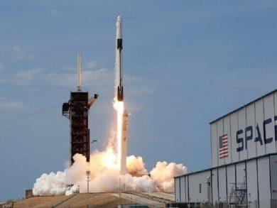 """Photo of """"سبيس إكس"""" تطلق دفعة جديدة من أقمار """"ستارلينك"""" الصناعية"""