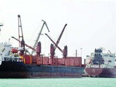 Photo of سفينة إماراتية مشبوهة تدخل إلى سقطرى