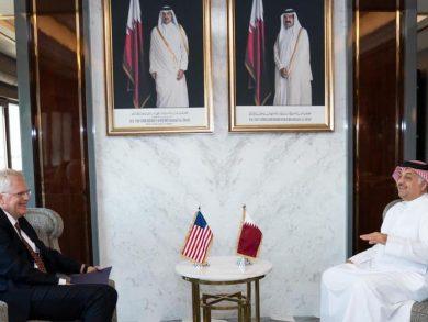 Photo of نائب رئيس مجلس الوزراء يجتمع مع وزير الدفاع الأمريكي بالإنابة