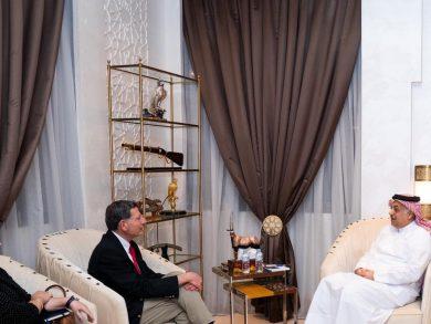Photo of نائب رئيس مجلس الوزراء وزير الدولة لشؤون الدفاع يجتمع مع سيناتور أمريكي
