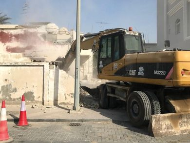 Photo of إزالة مبان مشوّهة للمنظر العام في مناطق بالدوحة