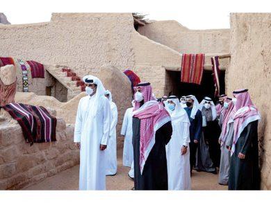 Photo of صاحب السمو وولي العهد السعودي يقومان بجولة في مواقع أثرية بالعلا