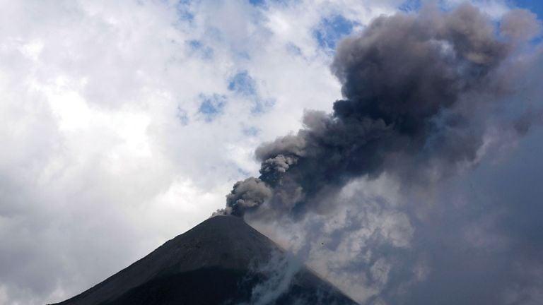 Photo of ثوران بركان باكايا في جواتيمالا