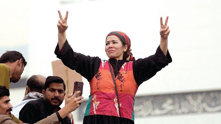 Photo of عمران خان يفوز بثقة البرلمان الباكستاني