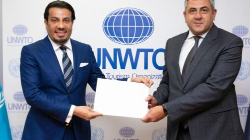 Photo of الأمين العام لمنظمة السياحة العالمية يتسلم أوراق اعتماد مندوب دولة قطر